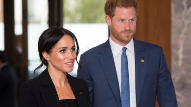 Photo of Prince Harry, Meghan Markle 'resign' as senior royals